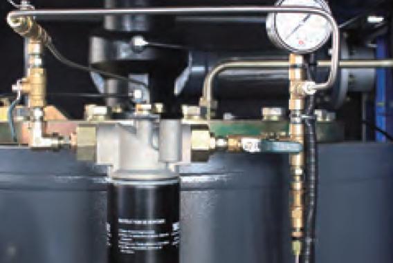 低压永磁变频双螺杆空气压缩机LBPM-自创的低压专用油路系统